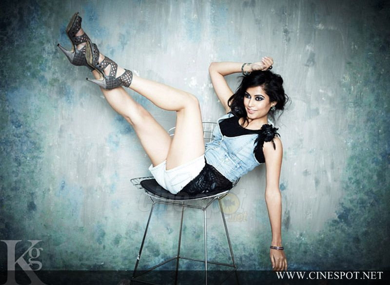 , Disha Pandey South Actress Hot Photo Gallery