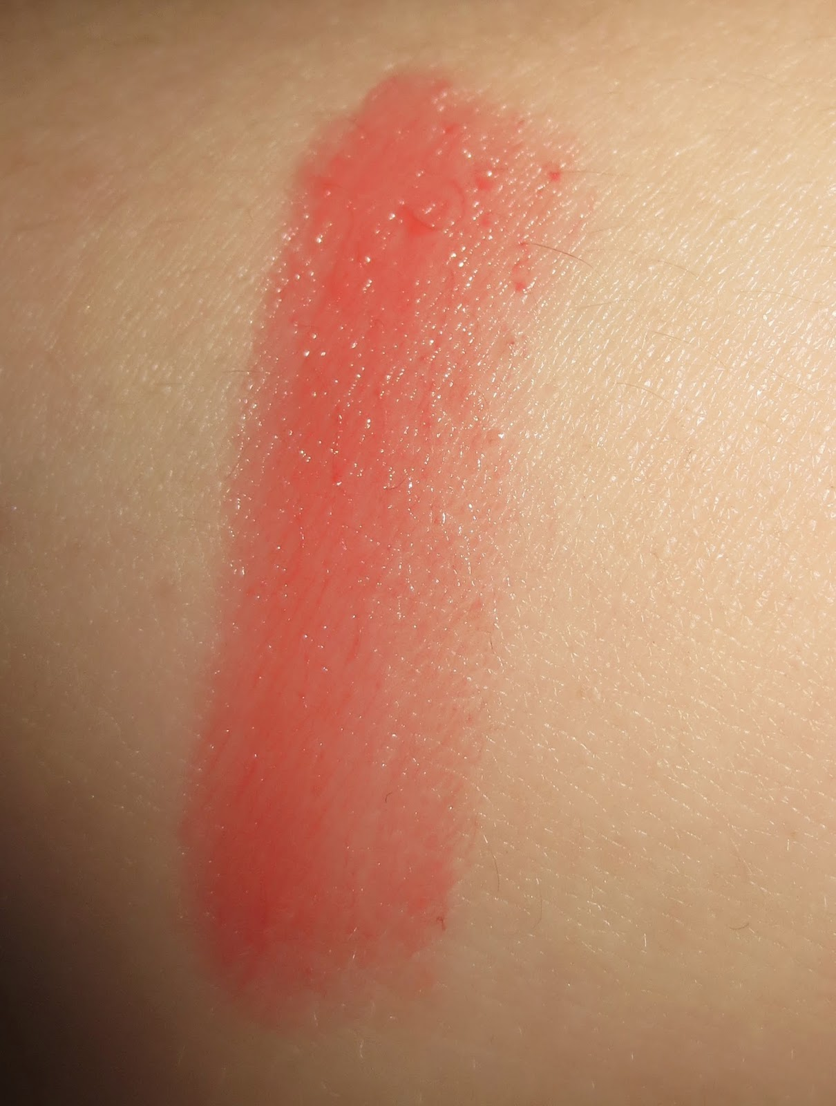 Lise Watier Hydra Kiss Colour Balm in Coral Paradise swatch