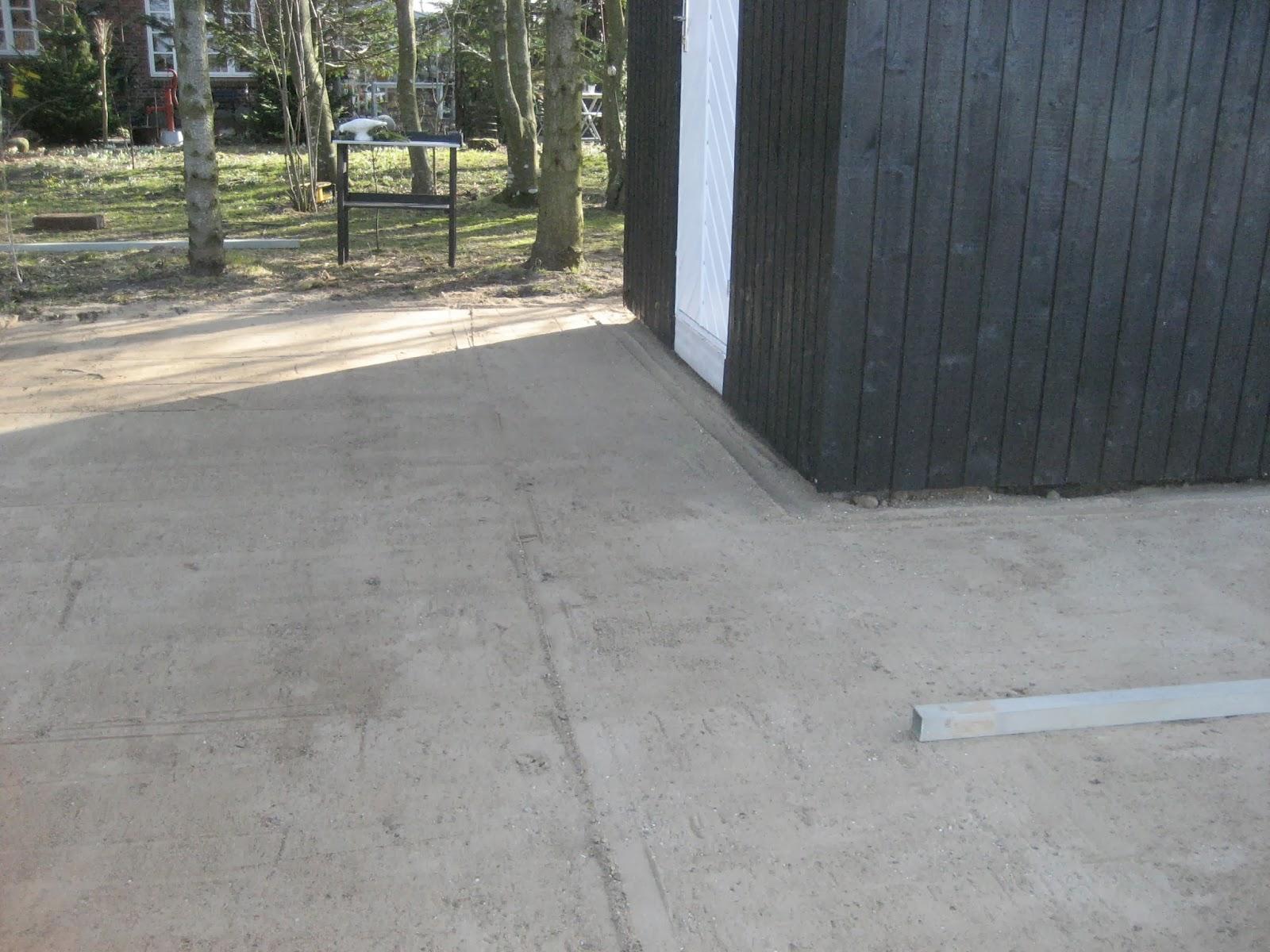 Fru Pedersens have: SÃ¥dan lavede vi terrassen ved skurvognen.