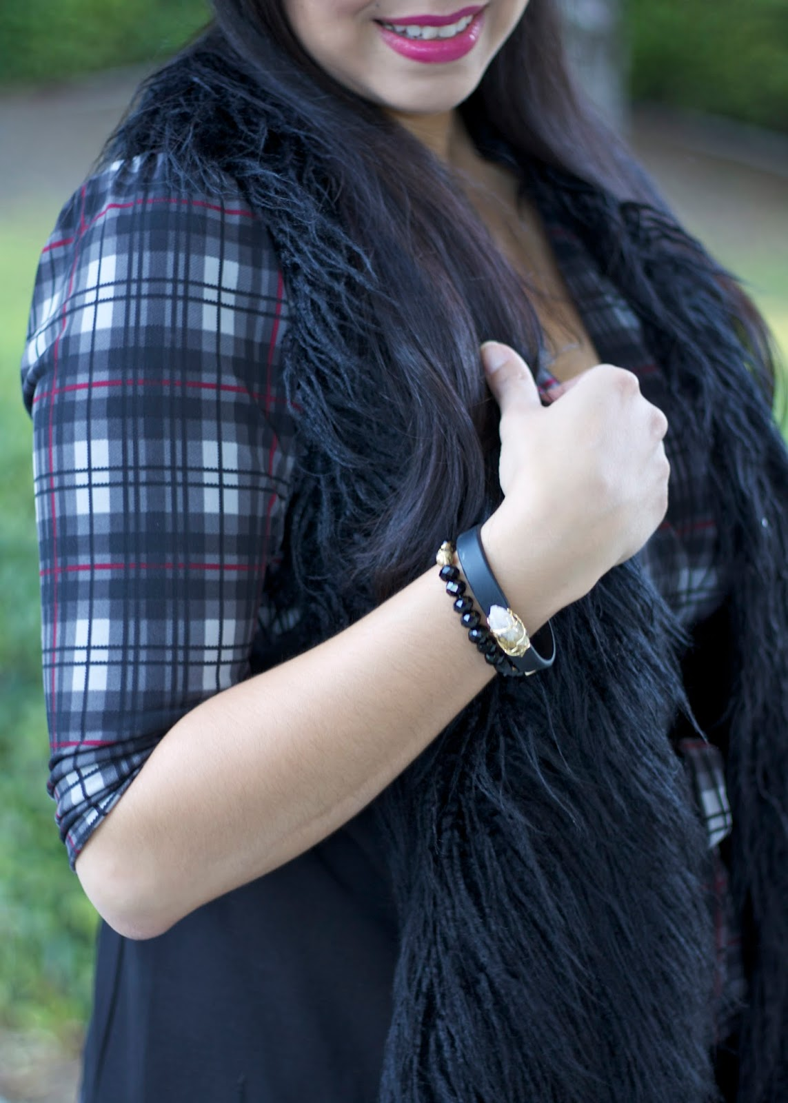 Plaid and fur, black and gray outfit, latina fashion blogger, california fall fashion
