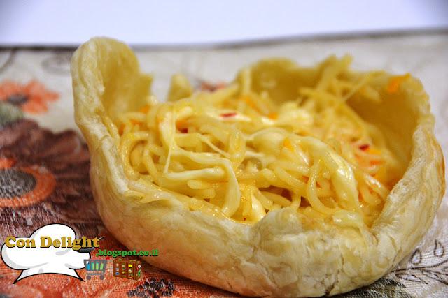 נודלס בקערת בצק עלים noodles in a puff pastry
