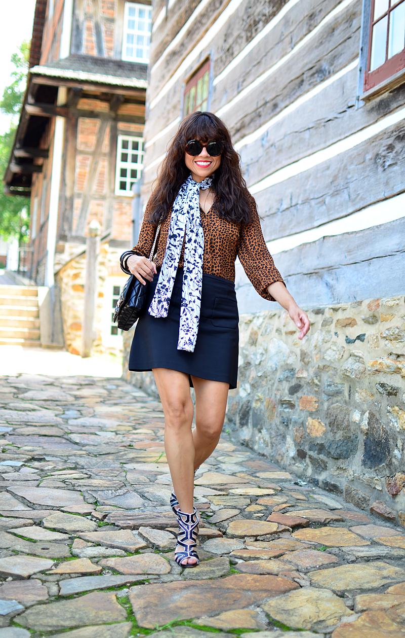 Skinny neck scarf street style