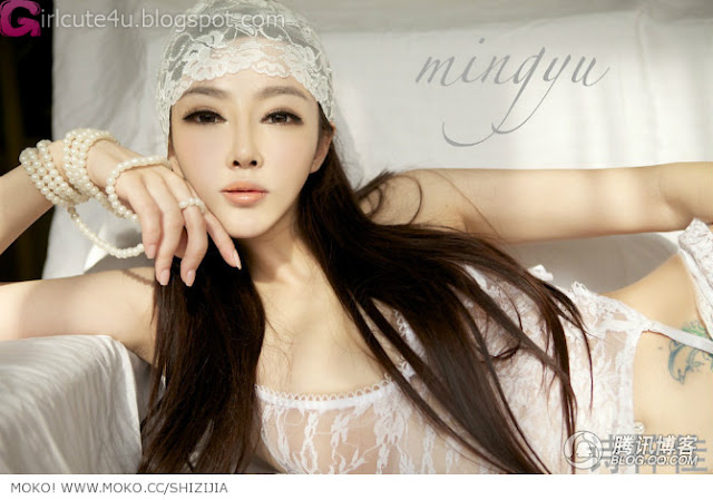 Shi-Zi-Jia-White-Lace-Merrywidow-03-very cute asian girl-girlcute4u.blogspot.com
