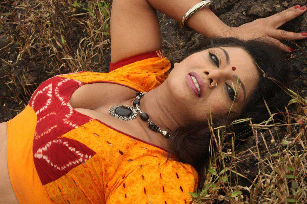 Tamil Actress Swathi Verma Movie Pics ~ Masala Pics