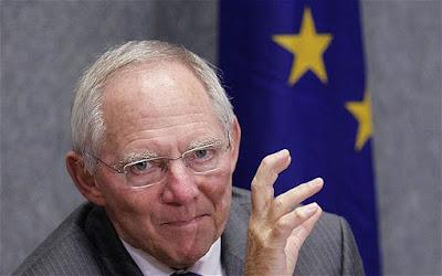 Schäuble, dans cette sorte de Parlement, n'aura pas envie de s'écharper avec Syriza, Podemos ou même Beppe Grillo. Il souhaite un Parlement de grande coalition, comme au Bundestag, au sein duquel règne la continuité. Schäuble ne considère pas les institutions politiques comme des lieux dynamiques mais comme des lieux de stabilité.
