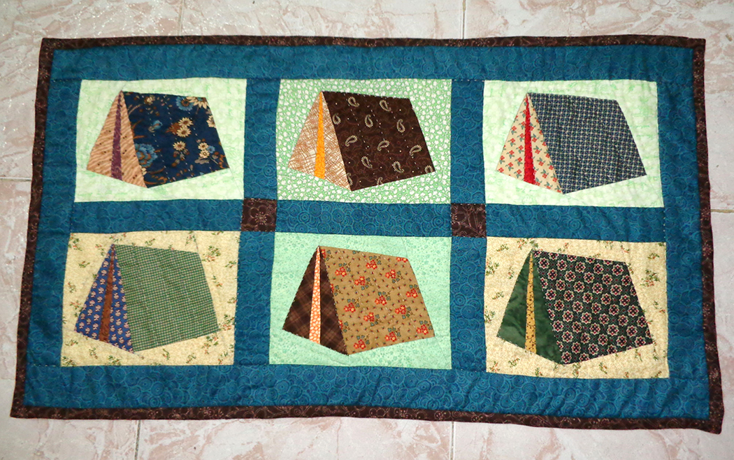 Finished project mom 39 s camping tent quilt protoquilt for Wall tent pattern