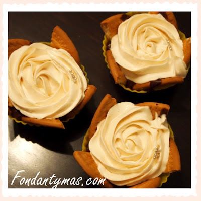 Fondant y más. Cupcakes de chocolate y galletas.