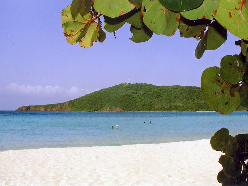 Photo de Playa Flamenco sur l'île de Culebra à Porto Rico