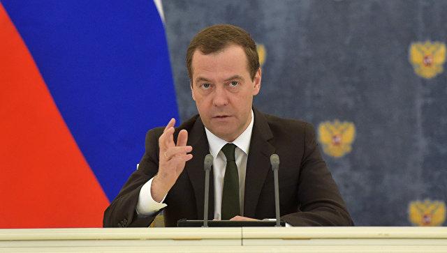 Ο Μεντβέντεφ δήλωσε ότι η επίθεση του Trump εναντίον της Συρίας έχει αποδείξει την έλλειψη ανεξαρτησίας του