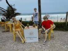 Shopping Metropolitano Barra espalha manequins pelo bairro em campanha de inauguração