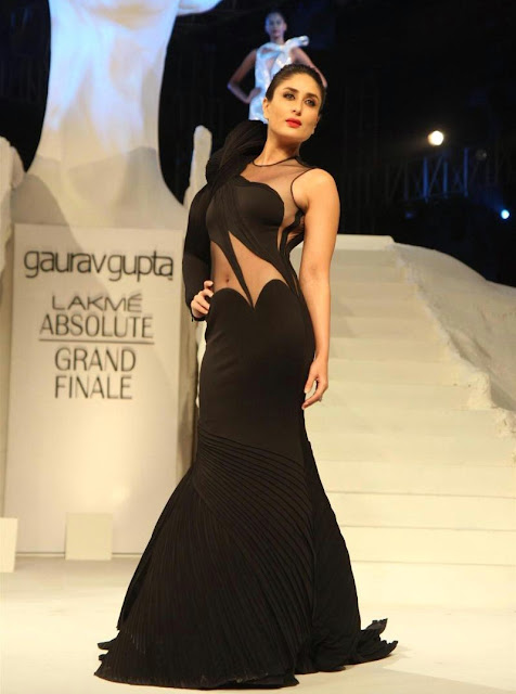 Kareena Kapoor Hot Super Looks In a Black Revealing Dress