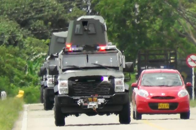 Vehículos Sand Cat del Ejército de Colombia patrullando las vías de Arauca.