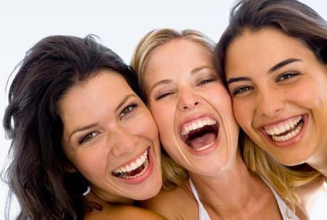 Tiga Ciri  Cewek dari Cara Tertawanya