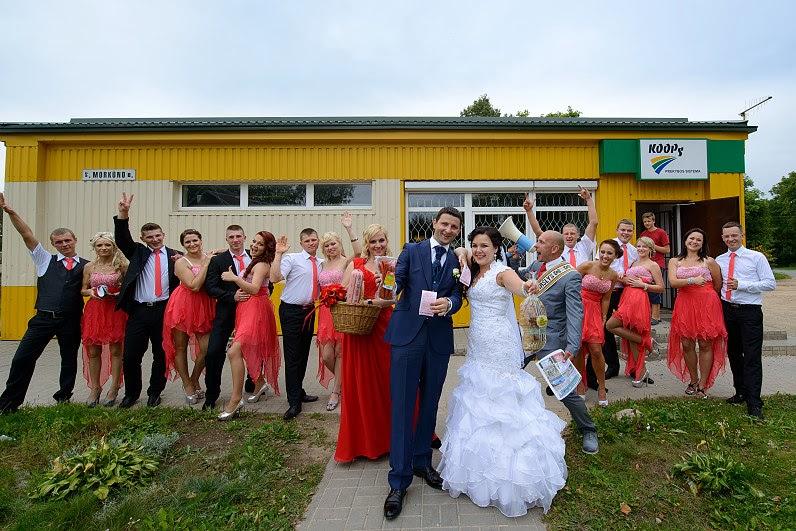 linksmos vestuvių nuotraukos