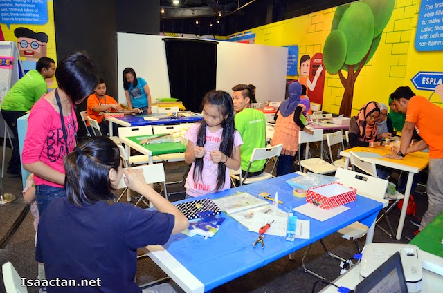 One of the very interesting workshop held during the Petrosains Science Festival 2014, Make Your Own Box-E-LeLe