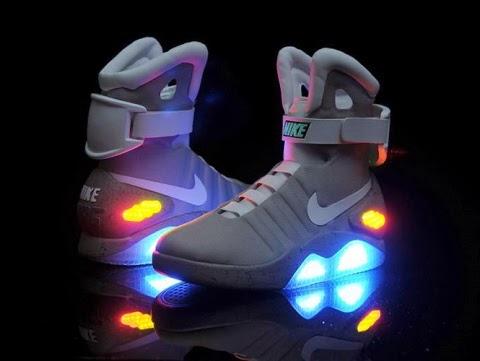 Los tenis de la película Back To The Future II serán comercializados 2015  por la marca Nike y hasta incluirán agujetas eléctricas 1f9464ec22d