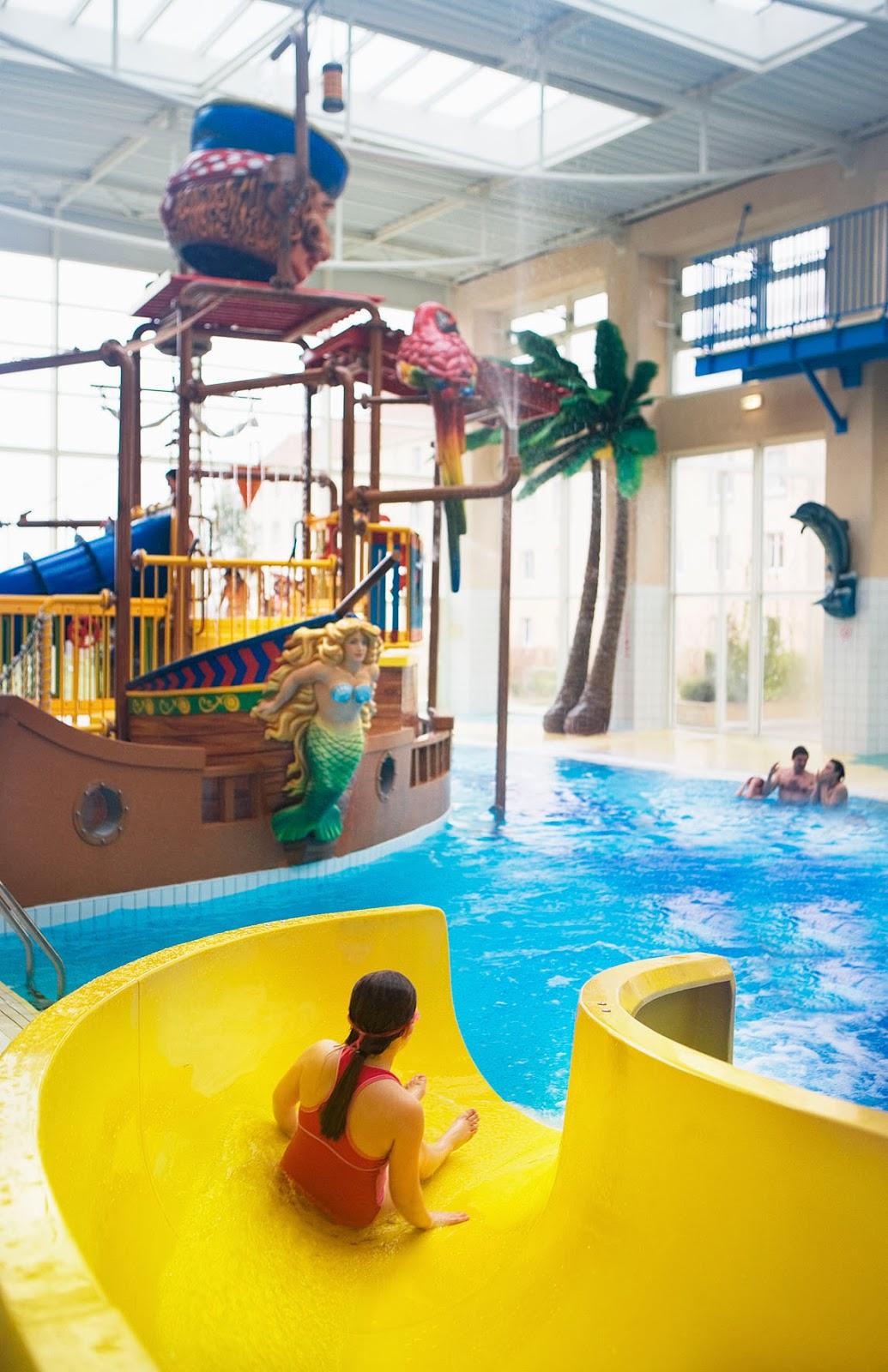 Hoteles para ni os magny le hongre francia hotel for Tobogan piscina ninos