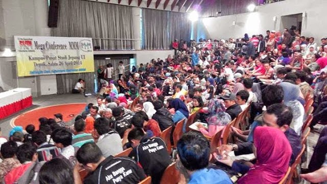 Foto Pada Saat Mega Konferensi MMM Mavrodi Indonesia Di Depok Tanggal 26 April 2014 Sedang Berlangsung