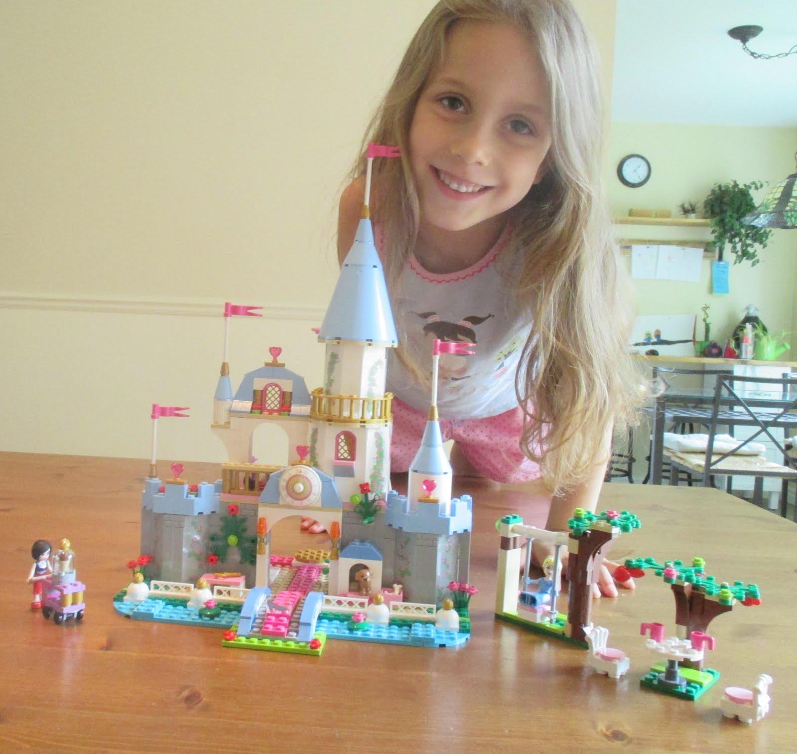 Une princesse heureuse de son château