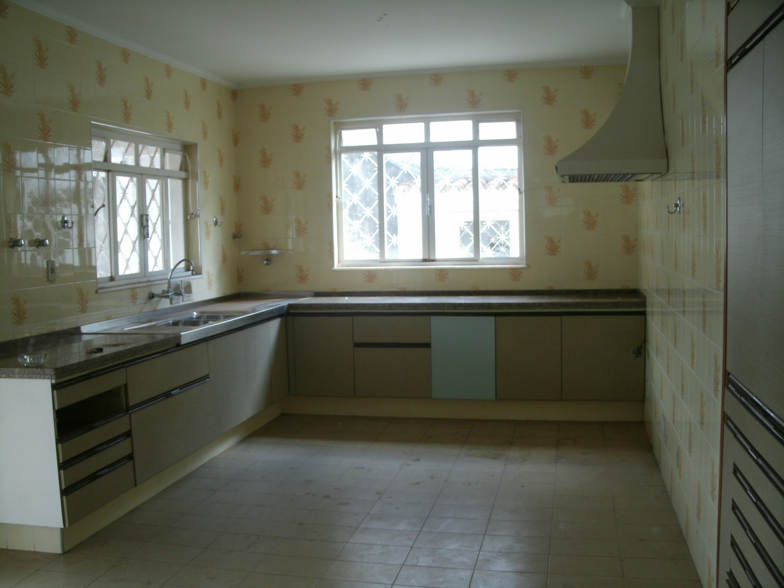 Casa e terreno à venda  Poços de Caldas, MG Dezembro 2011 # Armario De Cozinha Vai Ate O Teto