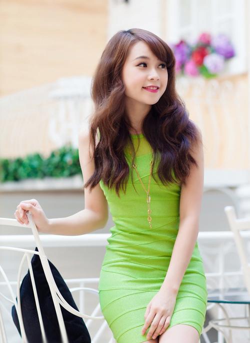 Ngắm hình ảnh hot girl Sam xinh tươi rạng ngời trong sắc xanh