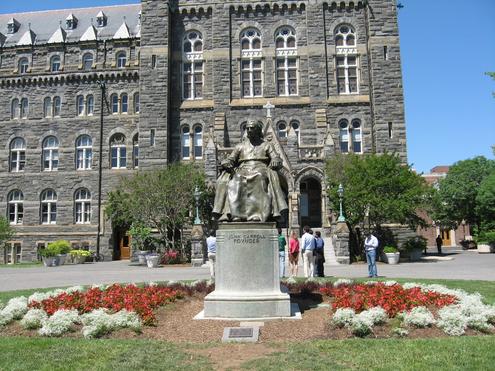 georgetown university essay Overview the admissions committee takes a holistic approach to the evaluation process, meaning we consider all aspects of your application to determine if you can handle the rigor of the georgetown mba program and to discover if our program is the best fit for you.