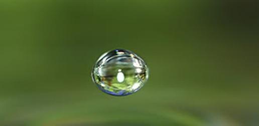 apa yang akan terjadi jika kita menuangkan air di ruang angkasa?