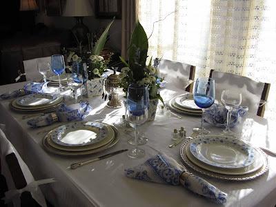http://2.bp.blogspot.com/-xy-5db8DYW4/US1GO-JmasI/AAAAAAAALCk/rEUUCRfU8A0/s1600/CJ+Inspired+by+Blue+Tablescap10.jpg