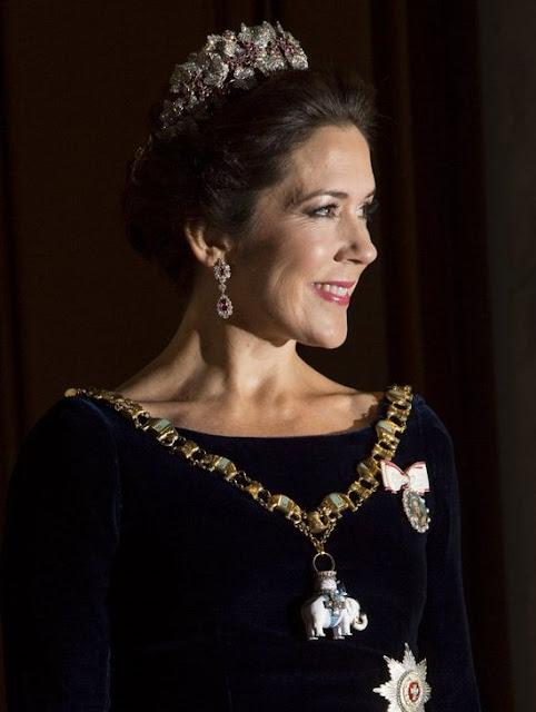 http://2.bp.blogspot.com/-xyA6d3MU6_0/Vob3Xqfy6MI/AAAAAAAA6G0/HZ0p2Nm6C8M/s640/Danish-Royal-Family-2.jpg