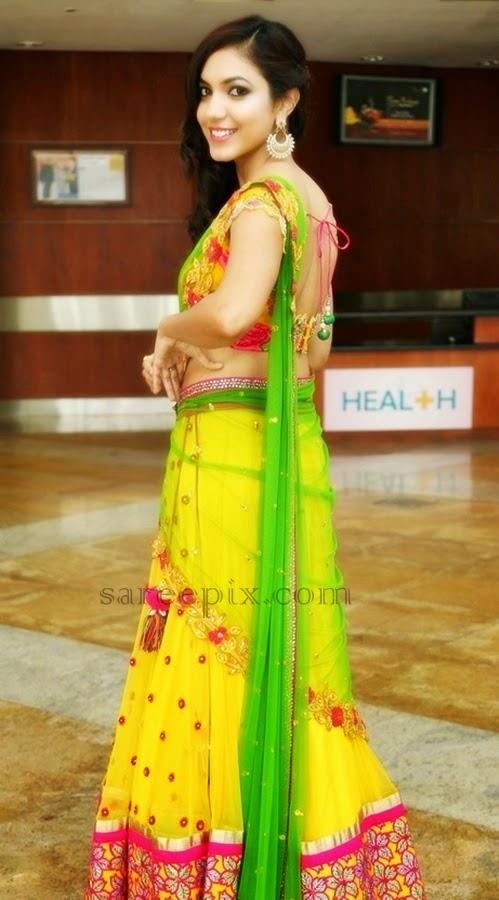 Ritu-varma-fancy-half-saree-back