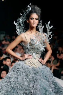 gaun karya Tex Saverio