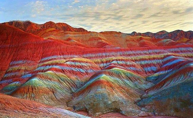 gunung pelangi atau rainbow mountain china