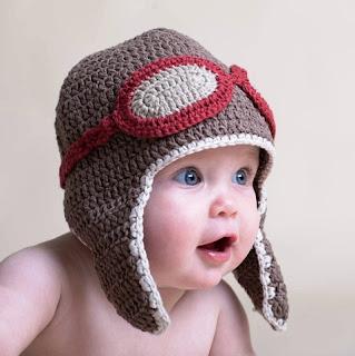 Foto Gambar Bayi Lucu Laki-laki Pakai Topi Rajut