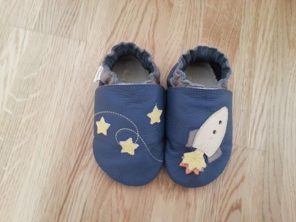 Blaue Lederpuschen für Babys von Liliputi mit Sternen und Rakete