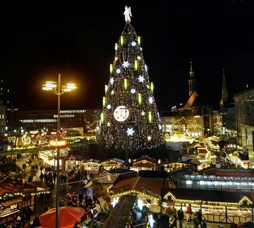 arbol de navidad en plaza