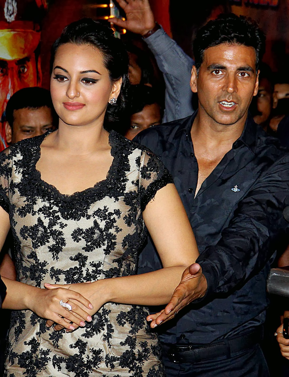 2014 movies, A.R. Murugadoss, Akshay Kumar, Bollywood, Entertainment, Hindi Film, Holiday, India, Movie, News, Review, Rowdy Rathore, Showbiz, Sonakshi Sinha, Trailer, Vipul Shah,