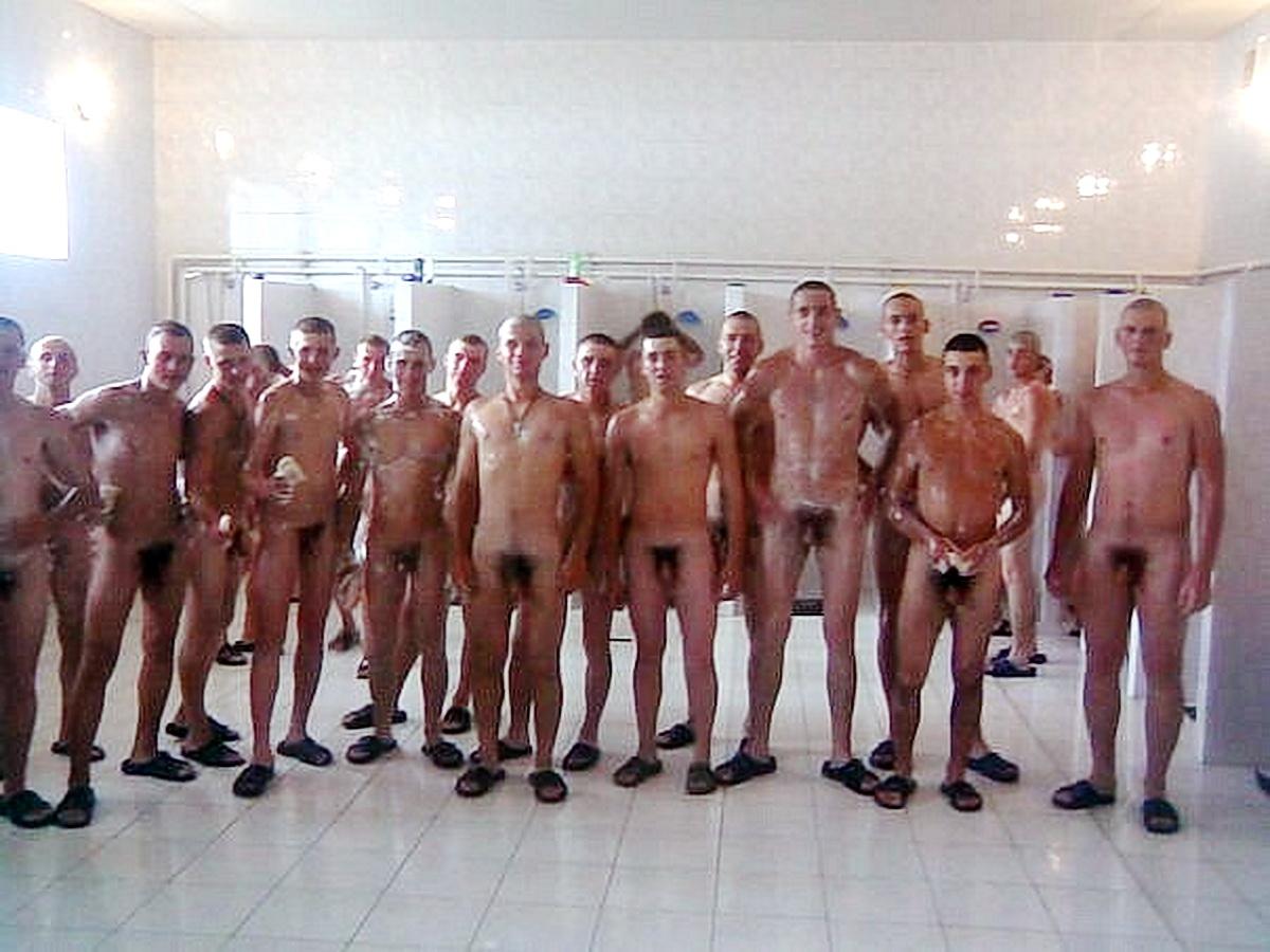 Парни в бане без трусов