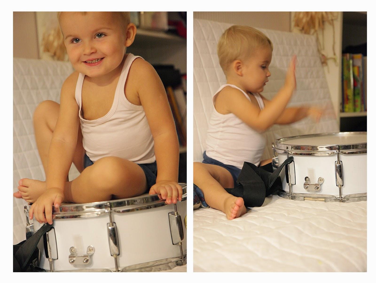 Ребенок на барабане
