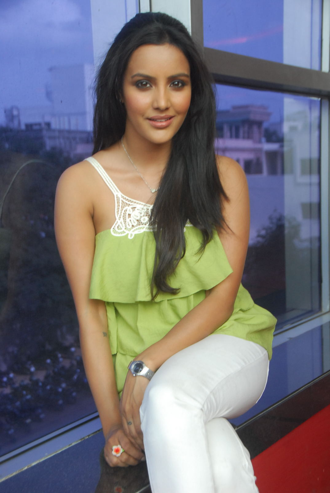 ACTRESS IMAGES | WALLPAPERS | STILLS: PRIYA ANAND IN MINI
