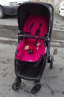Bebek arabasına puset takılmış