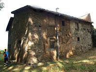 Façanes est i sud de la casa de pagès La Fàbrica de Targarona