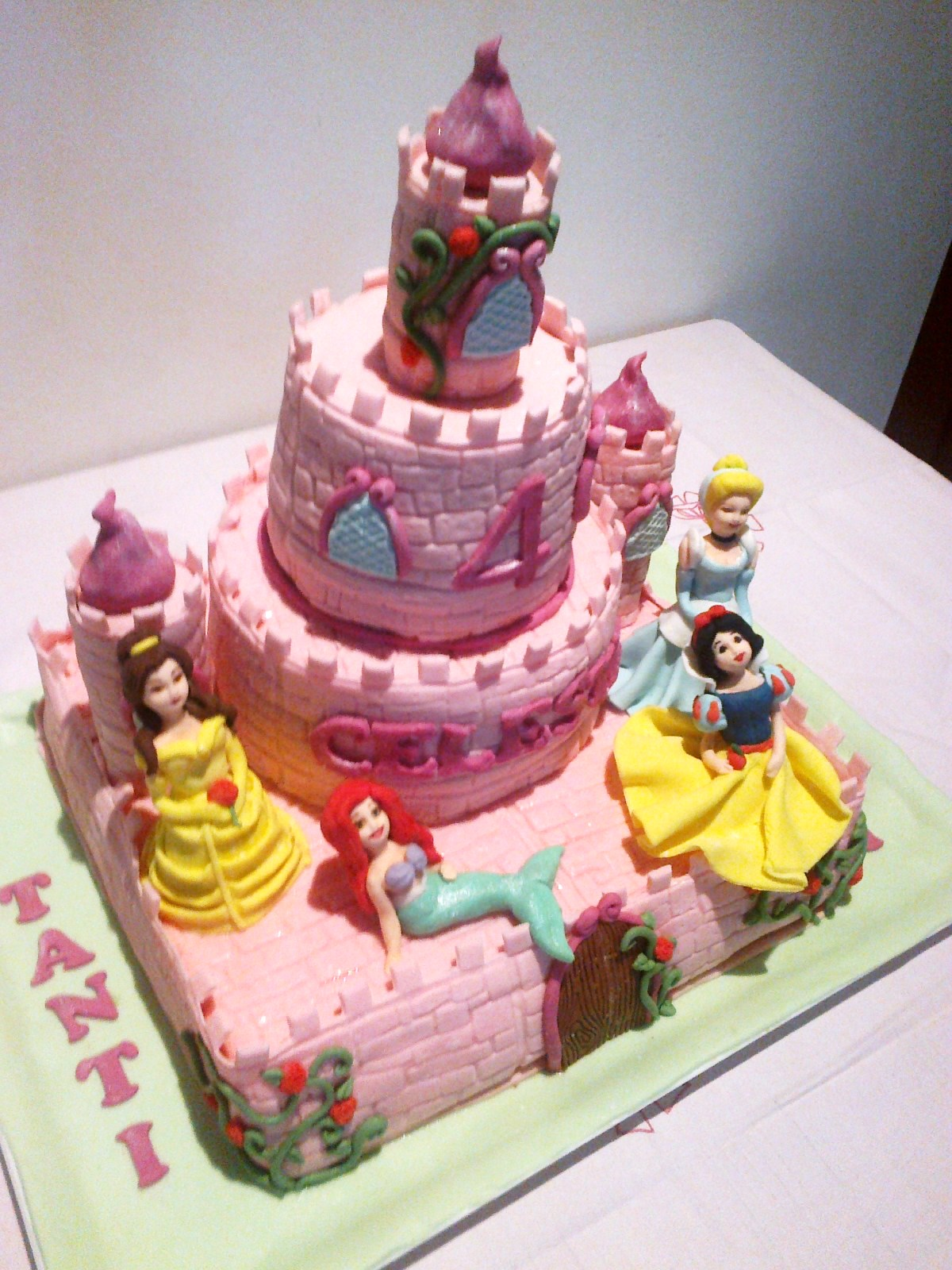 Le torte decorate torta castello principesse disney for Piani a forma di artigiano