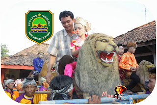Mang Yono Naik Sisingaan