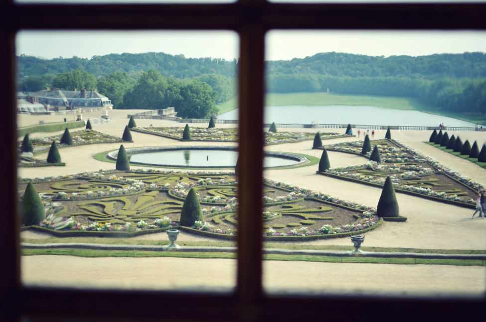 a view of the garden in the chateau de versailles