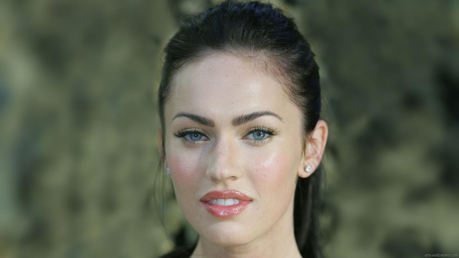 Blonde Megan Fox in Gorgeous Look 3