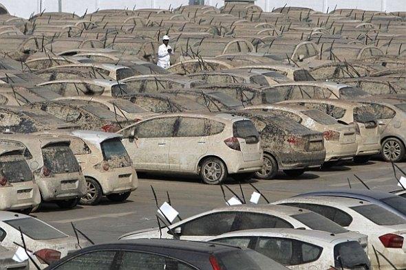 pix grove honda scraps 1000 flood damaged cars in thailand. Black Bedroom Furniture Sets. Home Design Ideas