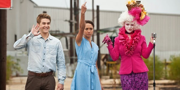 Cody Allen Christian, Maiara Walsh e Lauren Bowles em JOGOS FAMINTOS (The Starving Games)