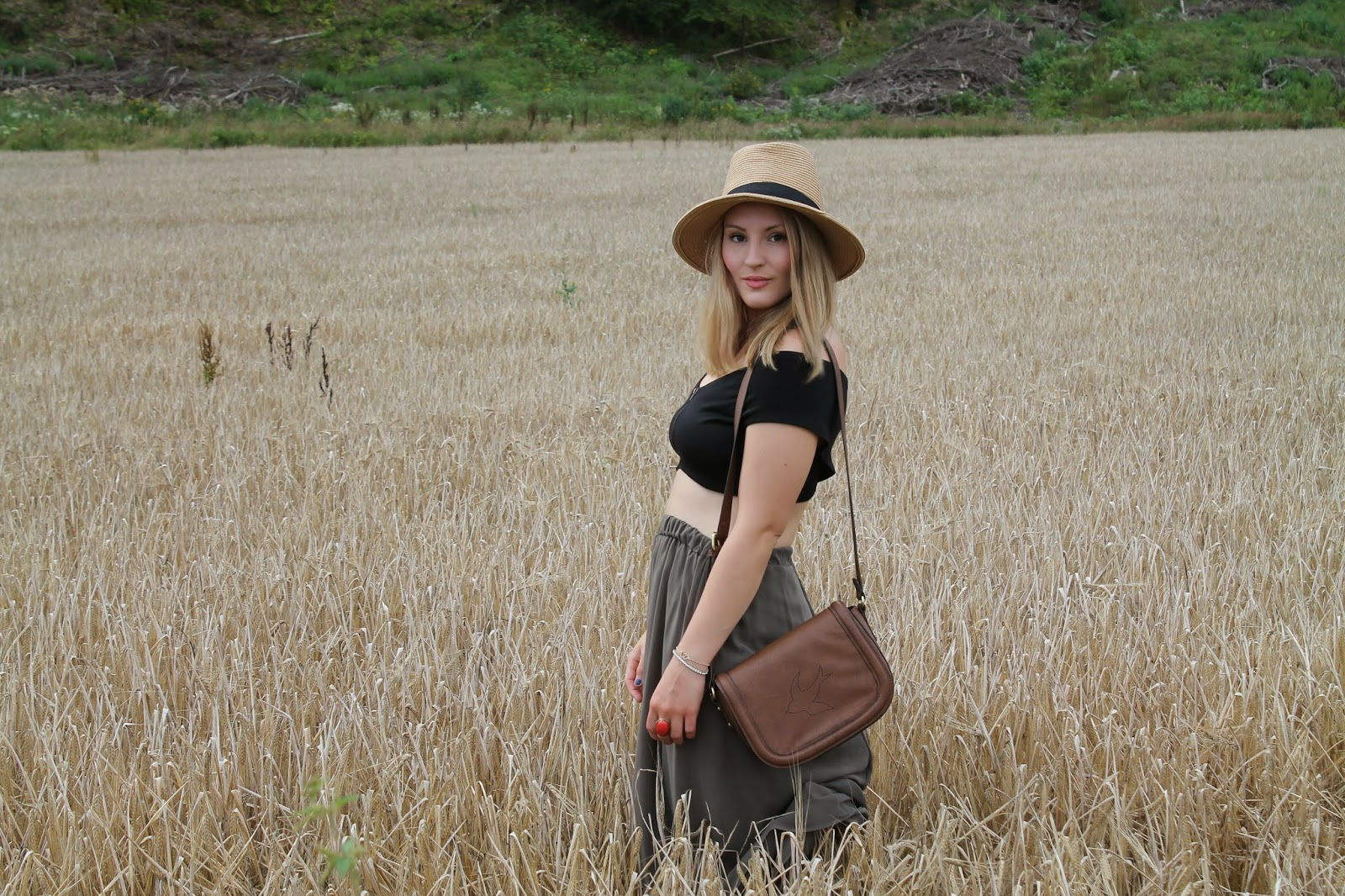 Fashionblogger Austria / Österreich / Deutsch / German / Kärnten / Carinthia / Klagenfurt / Köttmannsdorf / Spring Look / Classy / Edgy / Summer / Summer Style 2014 / Summer Look / Fashionista Look /   / Summer Dress / Pattern / Oasap Dress / Evening Look / cocktail Dress / Strappy heels / Nude Heels / How to style Strappy Heels / Violet Clutch / Statement Necklace / How to elongate your legs/