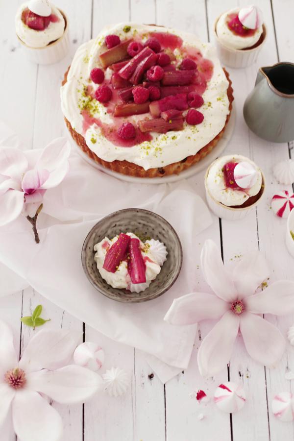 Rhabarber Eton Mess Cupcakes, Kuchen und Magnolien
