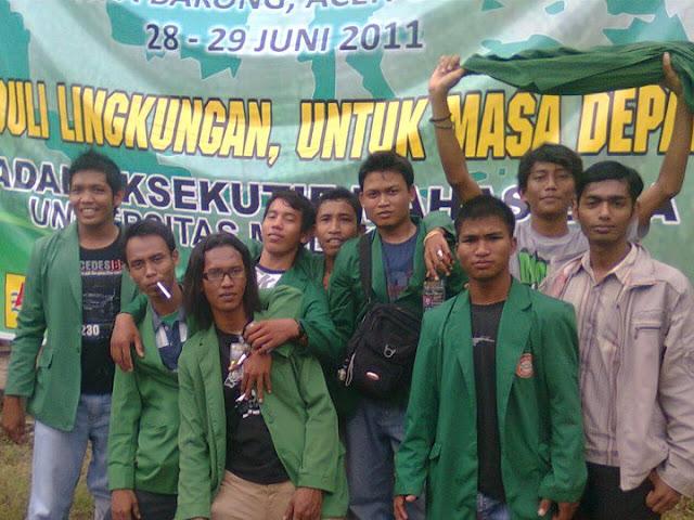 Kegiatan Sadar Lingkungan Hidup 2011 di adakan oleh Badan Eksekutif Mahasiswa UNIMAL di Kecamatan Paya Bakong - Aceh Utara.